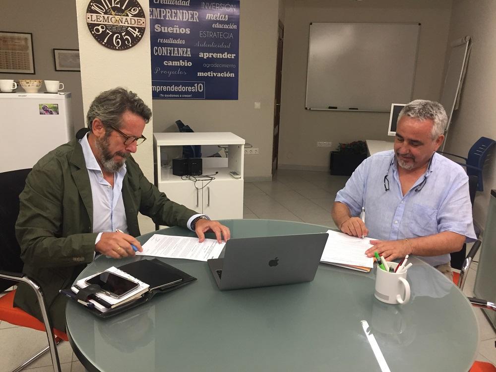 Firma del acuerdo Guía Go y Emcotur
